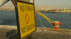 Sign, no smoking sign spanish and english Stock Footage