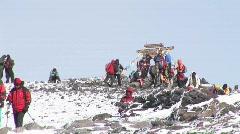 Uhuru peak hikers Stock Footage