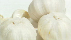 Garlic spinning pull in Stock Footage