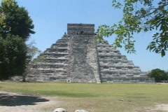Chitzen-Itza-Yucatan-Peninsula-Mayan-Ruins-Pyramid-9 Stock Footage