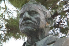 Bronze bust of Sir Arthur Evans, archaeologist of Knossos, Crete Stock Footage