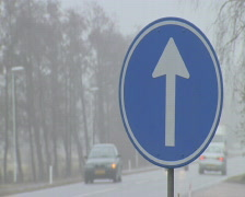 Roadsign with traffic passing by  Stock Footage