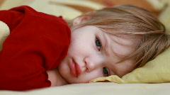 Tyttövauva unessa Arkistovideo
