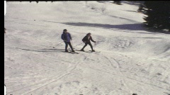 Pojat hiihto alamäkeen (vintage 8 mm amatööri elokuva) Arkistovideo