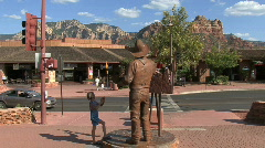 Arizona Sedona statue of cowboy and gril Stock Footage