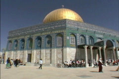 Jerusalem Dome of Rock with tourists Stock Footage