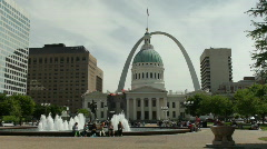 St Louis - Gateway Arch and Courthouse - Kiener Plaza - stock footage