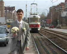 Bridegroom in suit with bouquet walks in city Stock Footage