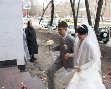Bride and bridegroom comes into registry office Stock Footage