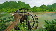 Bamboo water wheel Stock Footage