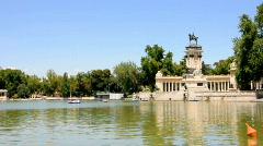Artificial Lake of The Retiro Park (Parque del Retiro), Monumento al Rey Alfonso Stock Footage