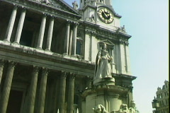 St Paul's Cathedral-tilts - stock footage