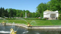 Tourists in a beautiful garden of a Petergof with fountains Stock Footage
