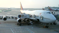 Seoul Incheon International Airport: Jet at gate gets loaded Stock Footage