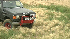 4x4 ford bronco truck spinning out in the grass audio Stock Footage