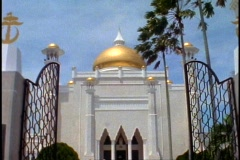 Brunei Mosque of Gold, Omar Ali Saifuddien Mosque, medium shot tilt up dome Stock Footage