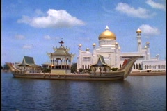 Brunei Mosque of Gold, Omar Ali Saifuddien Mosque, lake with marble boat Stock Footage