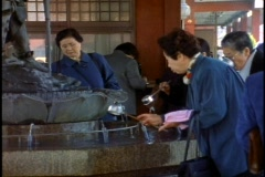 Tokyo, The Asakusa Shinto Shrine, people ladle water from fountain Stock Footage