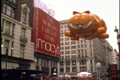 New York Thanksgiving Day Parade, Garfield balloon passing overhead Stock Footage