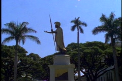 The King Kamehameha Statue, Iolani Palace in Honolulu, backlighting Stock Footage