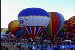 Albuquerque Hot Air Balloon Festival, Wide shot, lots, zoom in to gondola Stock Footage