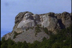 Mount Rushmore, wide shot side view, still Stock Footage