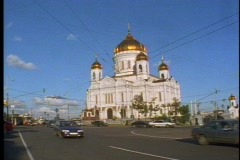 The Church of Our Savior,  5 domes, traffic passing in front Stock Footage
