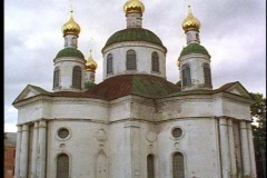 Old onion dome church, dilapidated, three gold domes, tilt up Stock Footage
