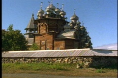 22  wooden onion domes and church, tilt up Stock Footage