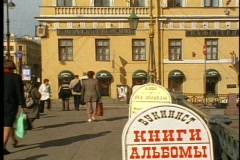 St. Petersburg, people, crush, bridge, yellow building, Cyrillic sign Stock Footage