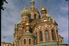 St. Petersburg, onion dome church, most Russian looking, tilt up Stock Footage