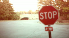 T208 stop sign rack focus Stock Footage