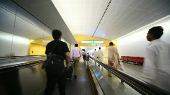 Ihmiset travelator Dubai International Airport Arkistovideo