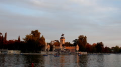 Madrid. Lake park. Parque del retiro Stock Footage