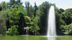 HD: Fountain In The Park Stock Footage