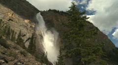 Takkakaw Waterfalls med pj 14 Stock Footage