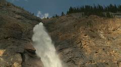 Takkakaw Waterfalls med pj 13 Stock Footage