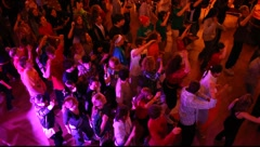 Synchronized dancing crowd of young people in a nightclub Stock Footage