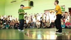 Breakdancer in green t-shirt, 1v1 battle Stock Footage
