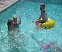 Dad & kids splash in swimming pool Stock Footage