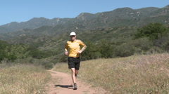 A man trail running on the Ventura River Preserve in Ojai, California. Stock Footage