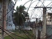 Tuol Sleng, barbed wire on wall Stock Footage