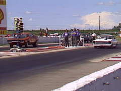 Motorsports, drag racing, Street car race chev vs plymouth red light Stock Footage