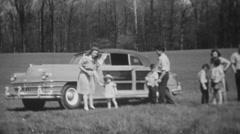 Uusi auto, noin 1950 musta ja valkoinen Arkistovideo