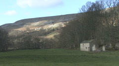 Field barn in upland landscape near Reeth, Swaledale. Stock Footage