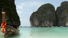 Boat on sand of Maya bay Phi phi island, Thailand, Tropical Sandy Beach Stock Footage