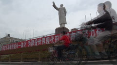 Mao statue and contemporary traffic, old and new China Stock Footage