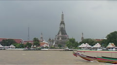 Wat Arun, Menam river, Bangkok, boat Stock Footage