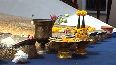 Wat Intharawihan, Bangkok, Golden buddha Stock Footage