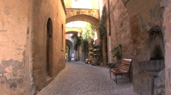 Italy Orvieto zooms down street Stock Footage